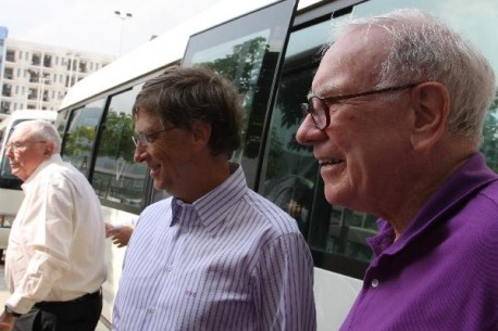 Warren Buffet and Bill Gates visit BYD in China