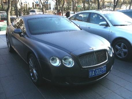 Bentley Continental GT in matte black