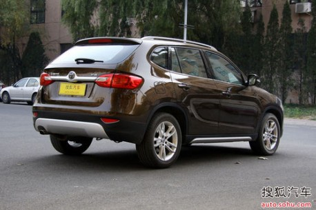 Brilliance V5 SUV out in the open in China