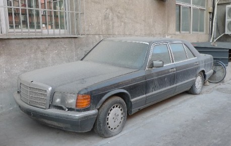 Spotted in China: abandoned Mercedes-Benz S-class