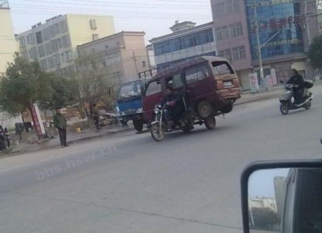 Transporting a minivan on a tricycle in China