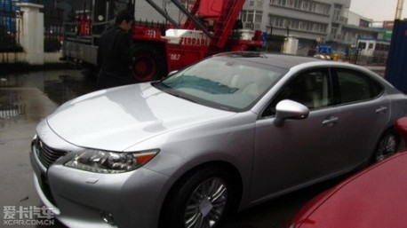 new Lexus ES naked in China