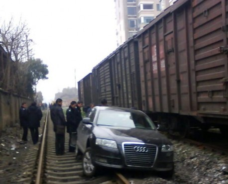Drunk Audi driver from China uses railway