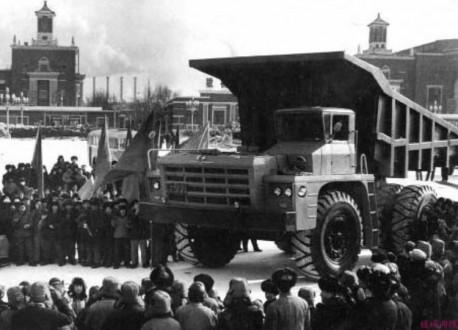 First Auto Works CA390 Dump Truck