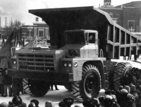 First Auto Works CA390 Dump Truck