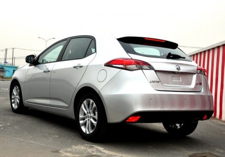 http://www.carnewschina.com/wp-content/uploads/2012/02/mg5-china-l-m-2-458x320.jpg