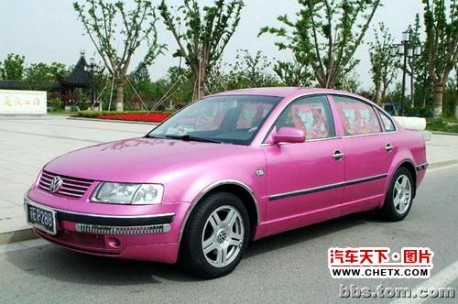 Hello Kitty Volkswagen Passat from China