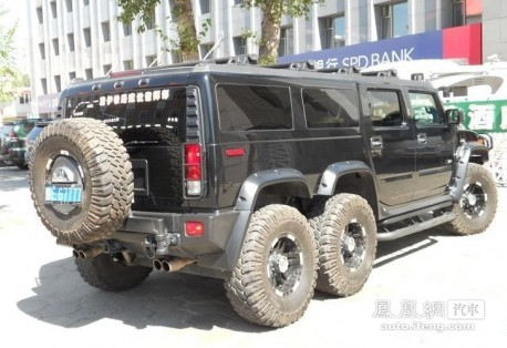 six-wheeled stretched Hummer H2