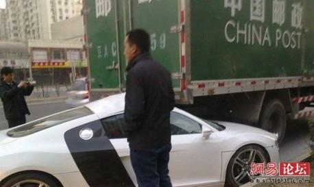 Audi R8 crash China
