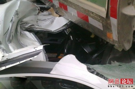 Audi R8 crash China