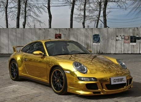 Porsche 911 in Gold in China