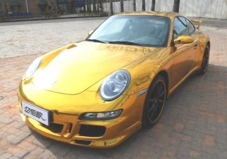 Porsche 911 in Gold in China