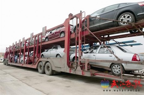 Dangerous car transport in China