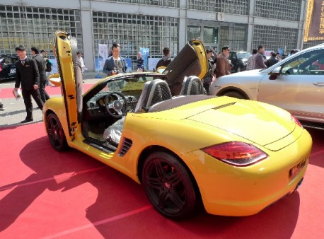 Porsche Boxter with Lambo-doors
