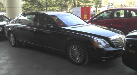 bentley mulsanne maybach 62 and rolls royce phantom lwb in one shot in china. Black Bedroom Furniture Sets. Home Design Ideas