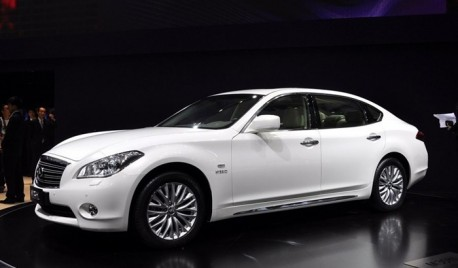 Stretched Infiniti M-series China