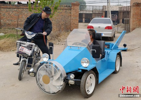 Chinese man makes a Wind Car