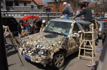 Land Rover covered with Porcelain in China