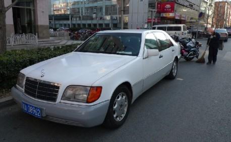 Mercedes-Benz S-class (W140) in white