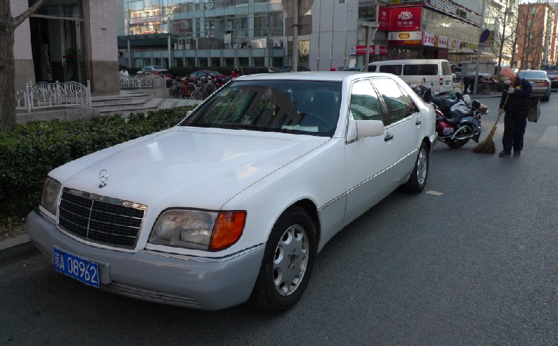 Spotted in china mercedes benz s class w140 in white for Mercedes benz s class 2012