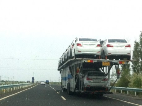 Transporting 20 cars, the Chinese way