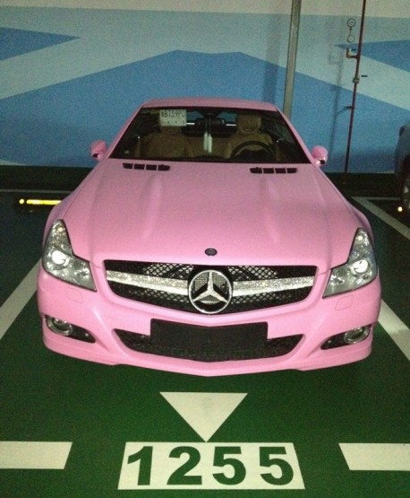 Mercedes-Benz SL 63 AMG is very pink in China