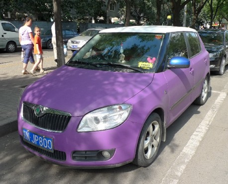 Spotted in China: Skoda Fabia in matte-purple