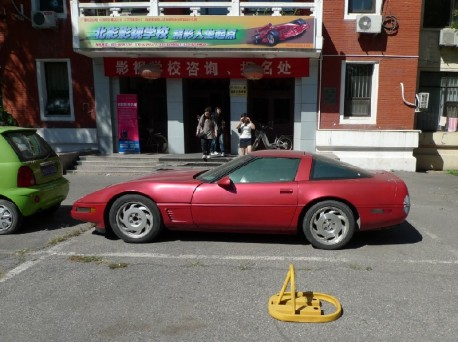 Spotted in China: Chery QQ and Chevrolet Corvette C4