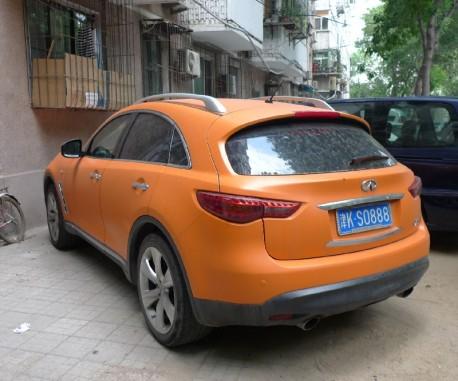 Infiniti FX35 is very Orange in China