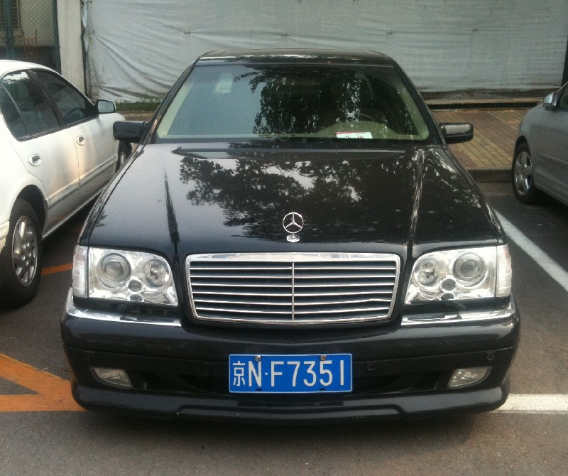 Mercedes-Benz S-class (W140) with a Body Kit in China ...