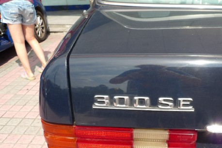 Spotted in China: W126 Mercedes-Benz 300SE