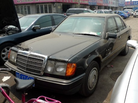 Spotted in China: W124 Mercedes-Benz 200