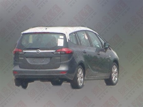 Spy Shot: Opel Zafira testing in China