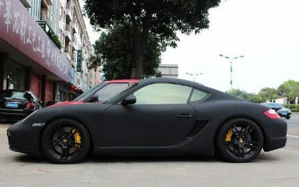 Porsche Cayman in matte-black in China