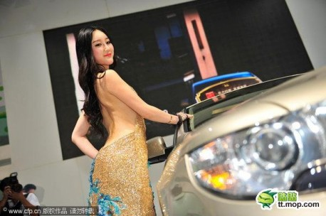 Hot Chinese model Shi Lulu