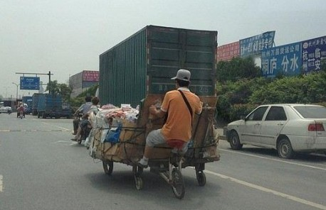Strange vehicle from China with 5 wheels
