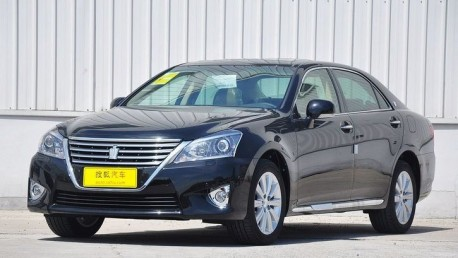 Facelifted Toyota Crown debuts in China