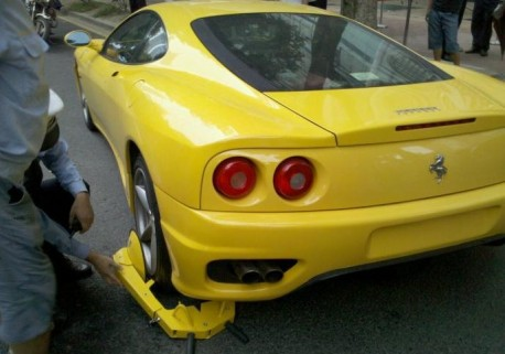 Chinese wheel clamp is too small for Ferrari 360