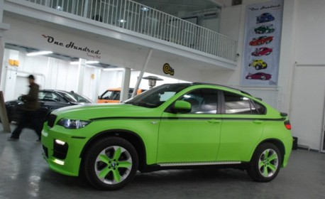BMW X6 is matte-lime-green in China