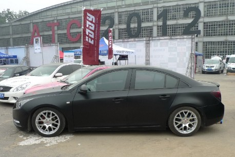 Chevrolet Cruze in matte-black and with Audi-like head lights in China