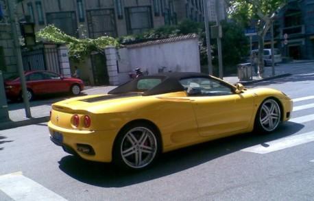 Ferrari F360 Spider in Yellow in China