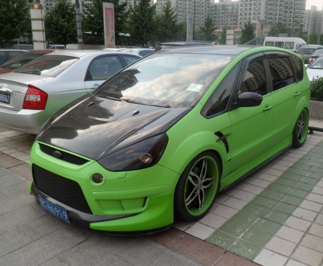 ford s max goes mad in china. Black Bedroom Furniture Sets. Home Design Ideas