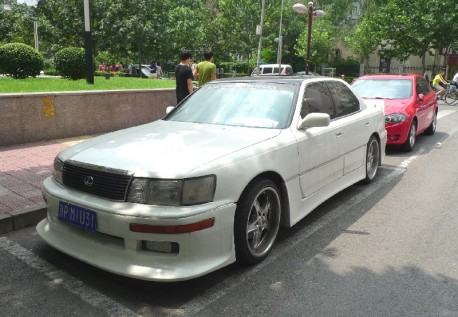 Lexus LS400 with a mighty body kit