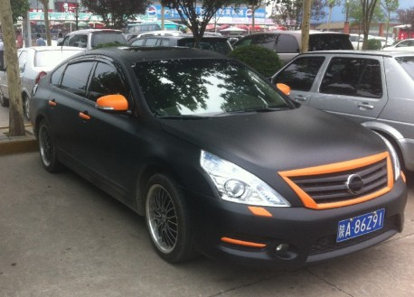 Nissan Teana in matte-black & some orange in China