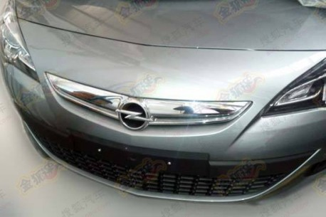 Spy Shots: Opel Astra GTC testing in China