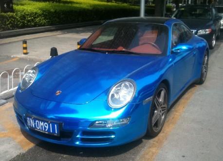 Porsche 911 Targa 4S in metallic-shiny-blue in China