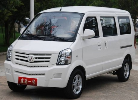 Shanxi Victory from China clones Cadillac for minivan