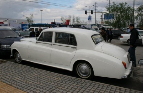 Soar fake Rolls-Royce from China