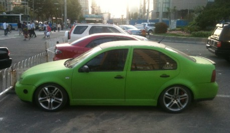 Volkswagen Bora is lime-green in China
