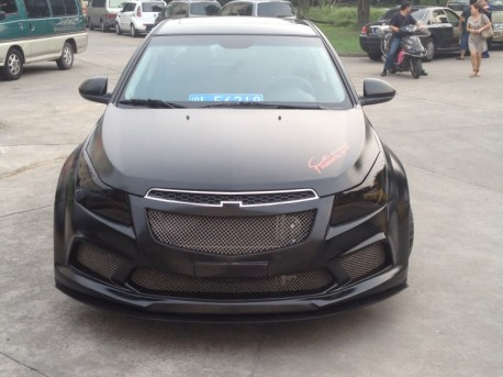 Chevrolet Cruze gets a super fat body kit in China